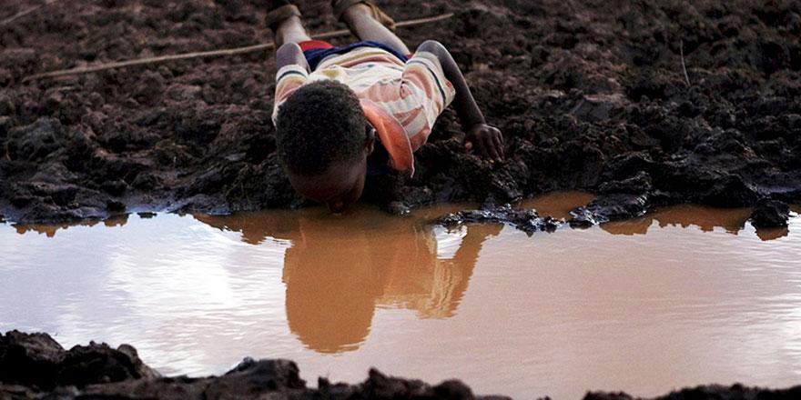 Afrika'da her yıl binlerce çocuk kirli sulardan kaynaklanan hastalıklardan ölüyor