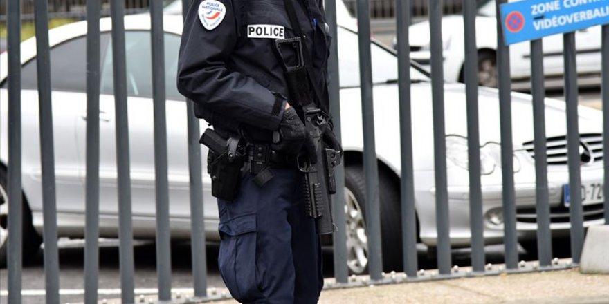 Paris'te camide silahlı saldırı: 1 yaralı