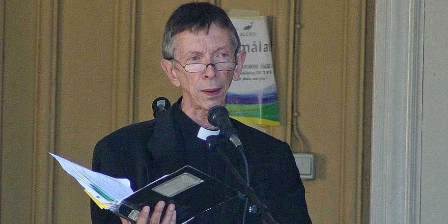 76 yaşındaki papaz mülteci çocuk vesilesiyle Müslüman oldu