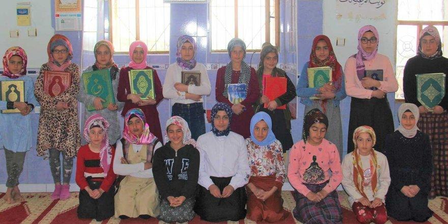 Diyarbakır'da Kur'an kursu öğrencilerden İdlib'e destek