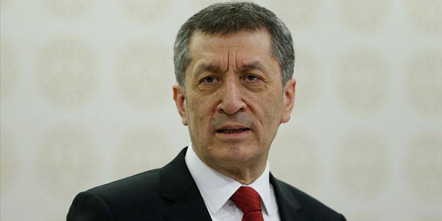 Milli Eğitim Bakanı Selçuk'tan gençlere 'hayat eve sığar' çağrısı