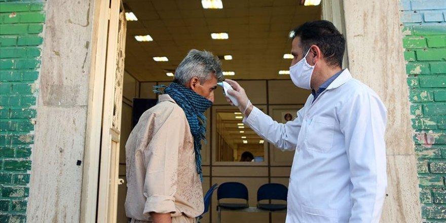 Türkiye'den İran'a sağlık malzemesi yardımı