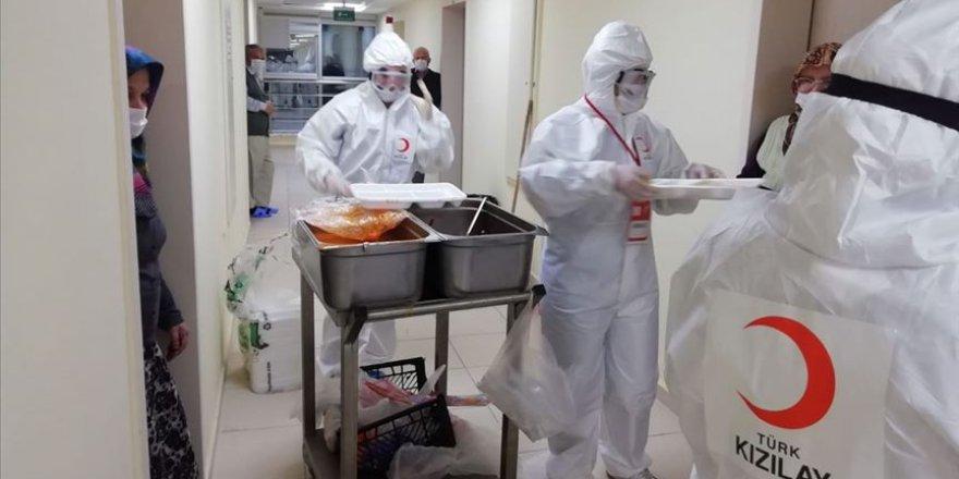 Kızılay koronavirüsle mücadelede sosyal yardım çalışmalarını artırdı