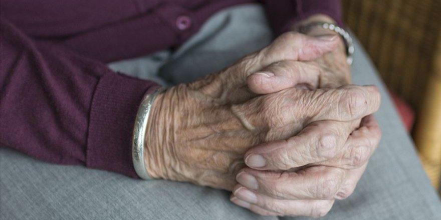 Türkiye Psikiyatri Derneği'nden yaşlılara: Haberleri takip etmeyin