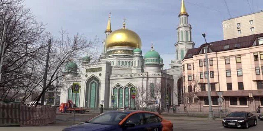 Rusya Müslümanları internetten canlı yayınla cuma namazı kıldı