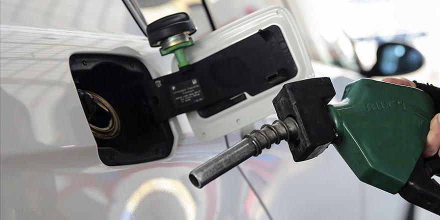 Benzine 8 kuruş indirim, motorine 6 kuruş zam yapıldı