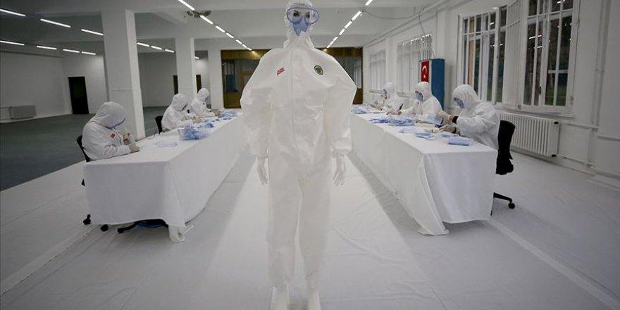 Dikimevi Müdürlüklerince haftada 1 milyon maske, 5 bin tulum üretiliyor