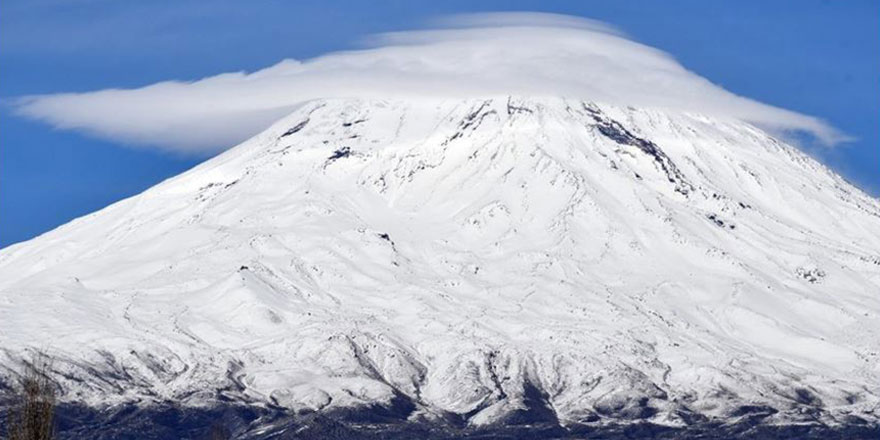 Türkiye'nin çatısı Ağrı Dağı'na beyaz takkesi giydirildi