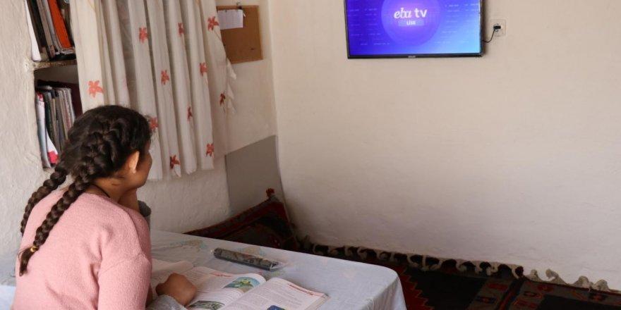 Televizyonları olmadığı için uzaktan eğitim alamayan öğrencinin hayali gerçekleşti