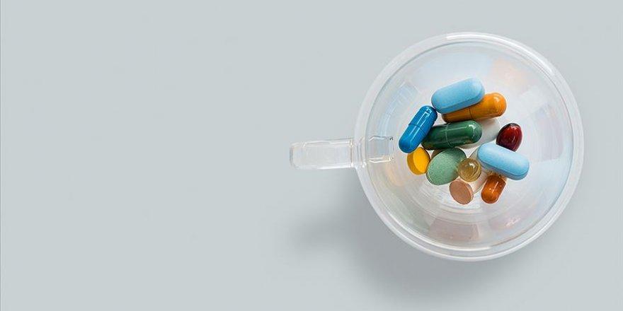 Pakistan'dan 7 ülkeye 9 milyon tablet klorokin desteği