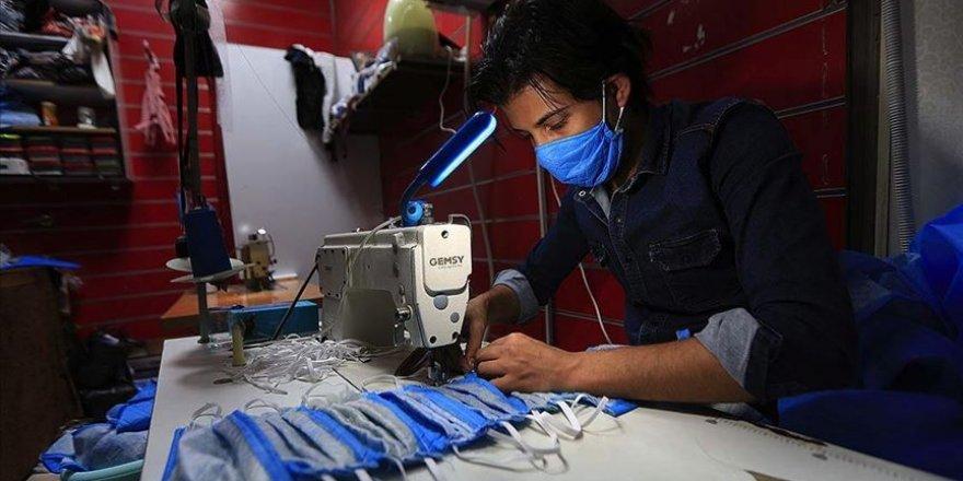 Iraklı kardeşler ürettikleri tıbbi maskeleri ücretsiz dağıtıyor