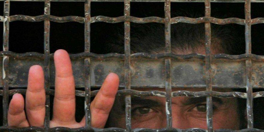 İsrail hapishanelerinde 4500 esir bulunuyor