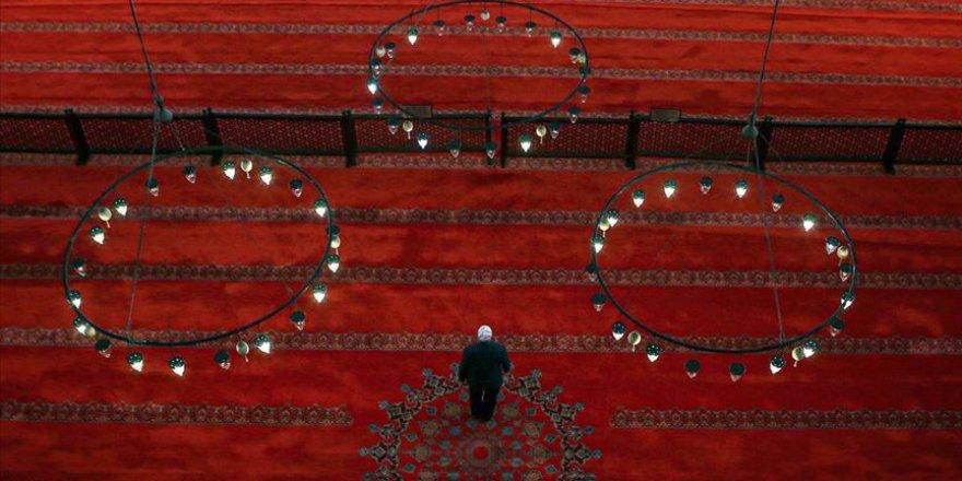 """""""Ramazan ayının gündüzünü oruç, gecesini ibadetle geçirelim"""""""