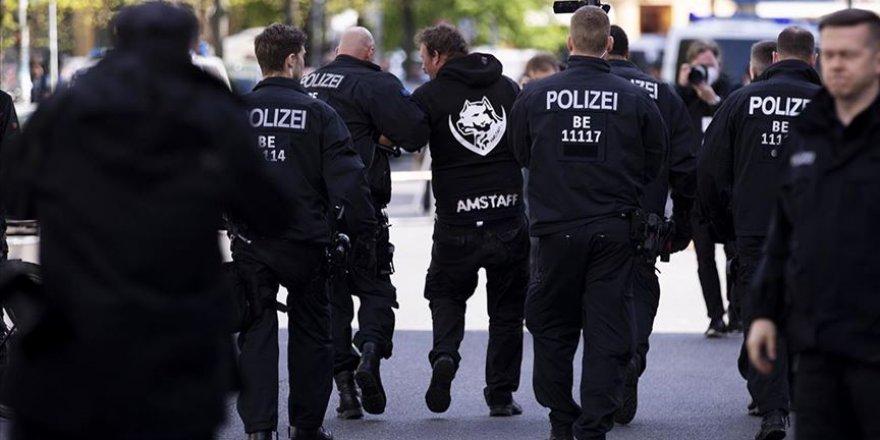 Almanya'da bir camiye yönelik saldırı planı yapan gruba operasyon