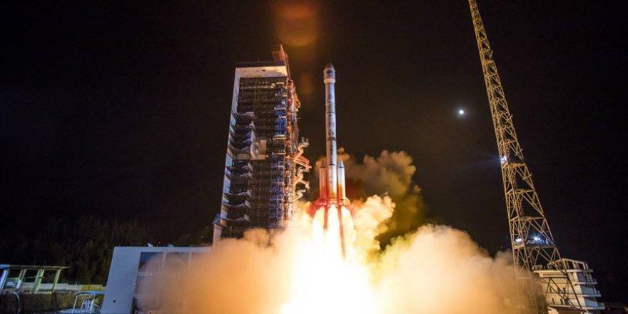 Çin astronot taşıyacak roketin ilk prototipini uzaya fırlattı