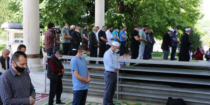 Cuma namazında sünnetler camide kılınmayacak