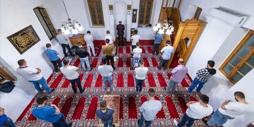 KKTC'de bayram namazı camide kılınacak