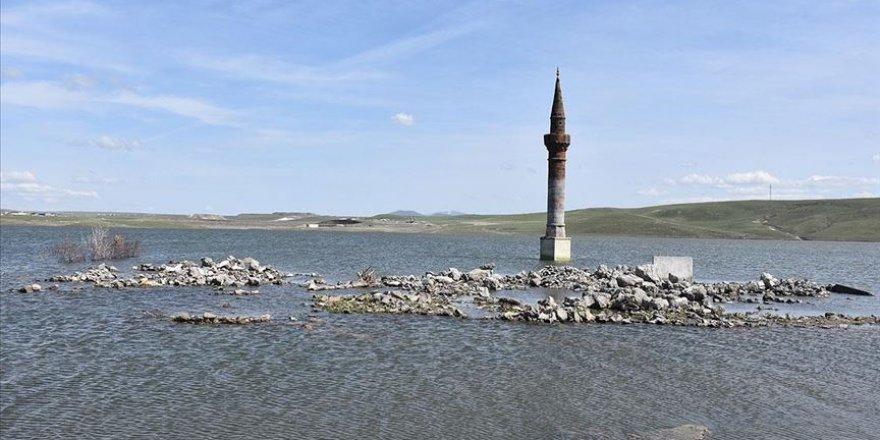 Kars'ta baraj suları altındaki eski yerleşim yerleri ilginç görüntü oluşturdu