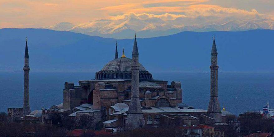Ayasofya Camii'nden Uludağ'ı görmek mümkün