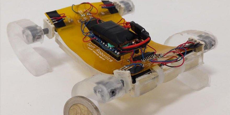 Türk araştırmacılar göçük altında kalanlara ulaşabilecek minyatür robot geliştirdi