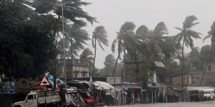Hindistan ve Bangladeş'te etkili Amphan Kasırgası'nda ölü sayısı 97'ye yükseldi