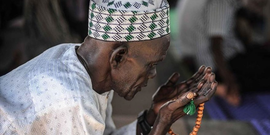 Afrika'nın en kalabalık Müslüman nüfuslu ülkesi Nijerya'da bayram namazı evde kılınacak