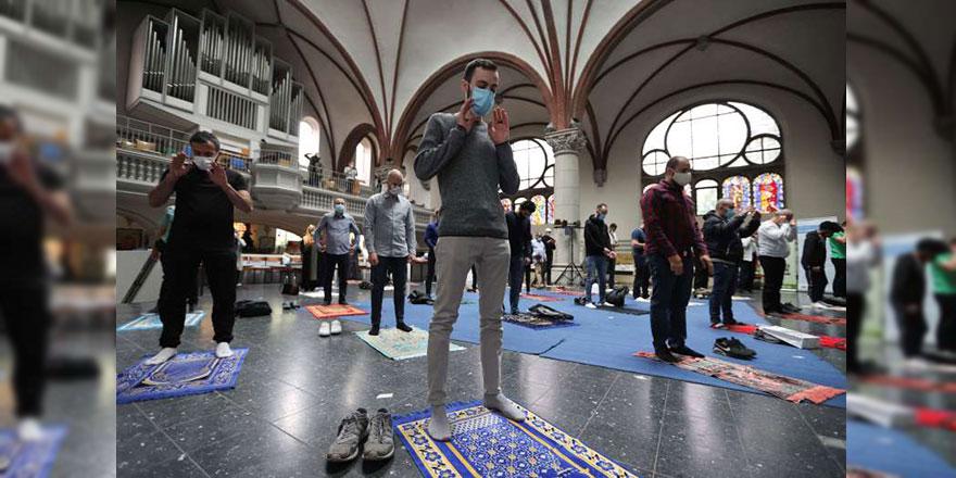Berlin'de bir kilise, namaz için Müslümanlara kapılarını açtı