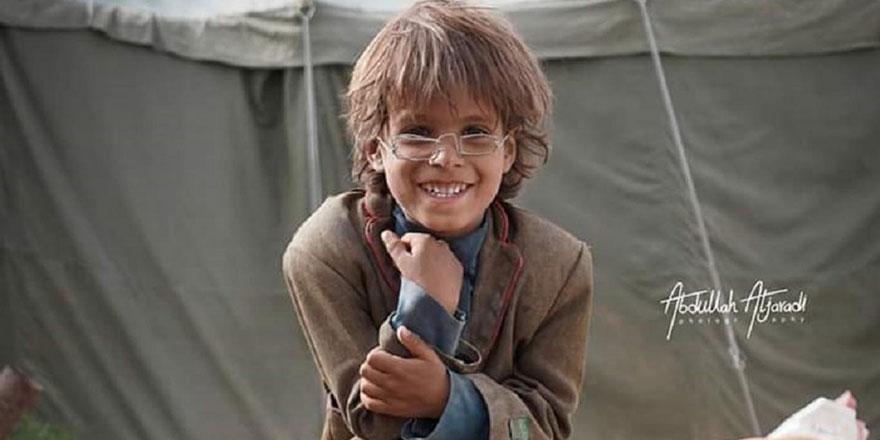 Yemenli mülteci çocuğun telden yaptığı gözlük rekor fiyata satıldı