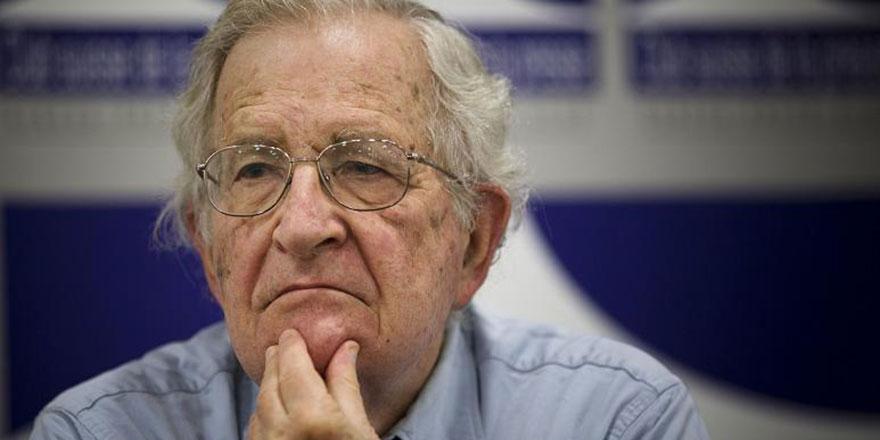 Noam Chomsky: ABD, Trump yüzünden felakete koşuyor