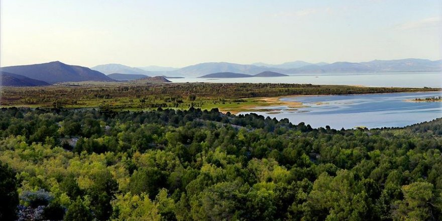 Beyşehir Gölü'nü besleyen akarsular doğal güzellikleriyle etkiliyor