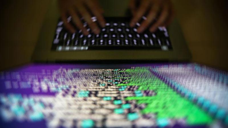 Güvenli İnternet Kullanımı ve Siber Zorbalık kılavuzlarıyla anne babalara öneriler sunduk