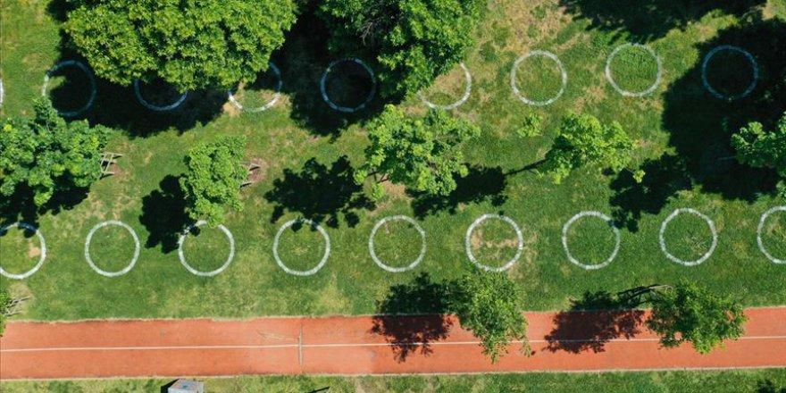 İstanbul'un parklarında 'çemberli sosyal mesafe' dönemi