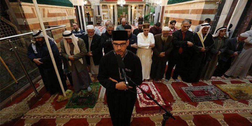 Filistin'de yeniden açılan camide İsrail güçleri 50 kişinin namaz kılmasına izin verdi