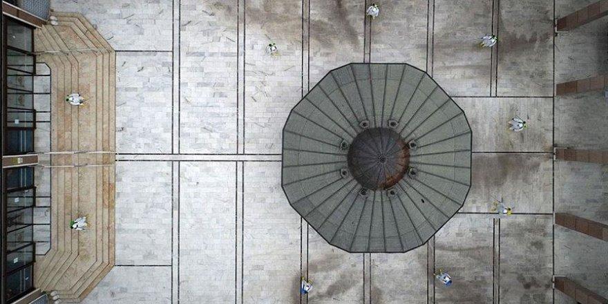 'Osmanlı Payitahtı'nı süsleyen camilerde yeniden cemaatle ibadet hazırlığı