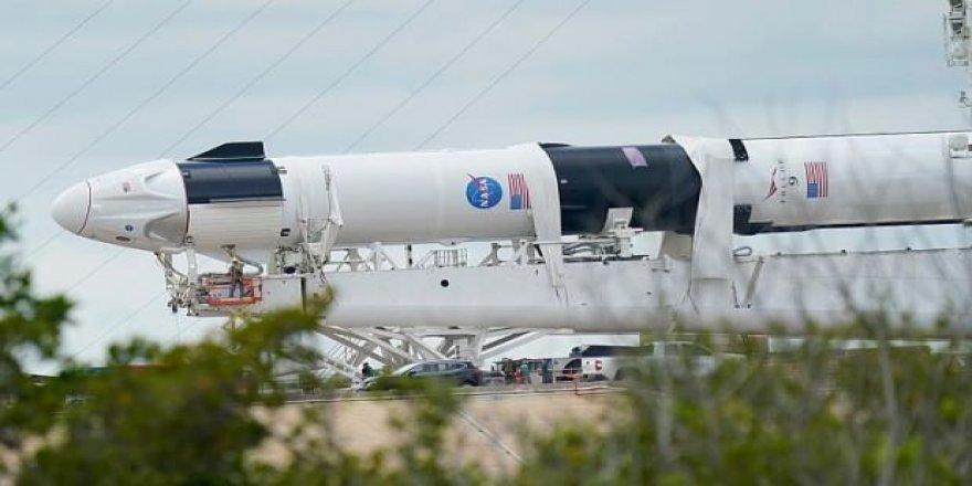 İlk astronotlu SpaceX roketi fırlatılıyor