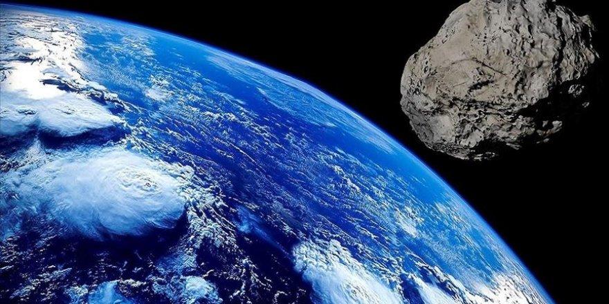 Bir göktaşı, saatte 79 bin km hızla Dünya'nın yakınından geçti