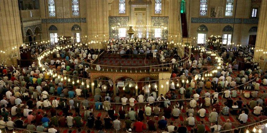 Uzmanlar camilerin yeniden toplu ibadete açılmasını olumlu karşılıyor
