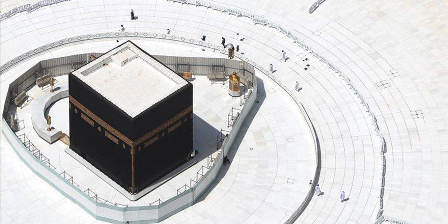 Umre ve Mescid-i Haram'a ziyaret yasağı devam edecek