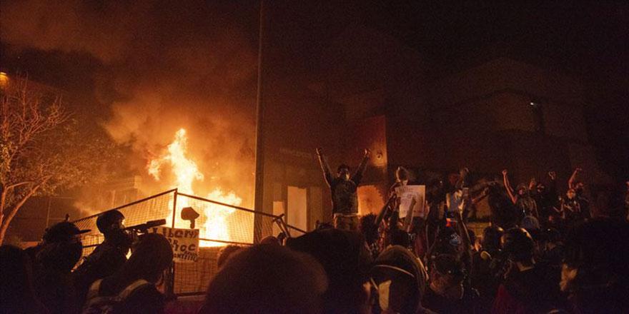 Amerika'da ırkçılık protestosu: Polis merkezini ateşe verdiler