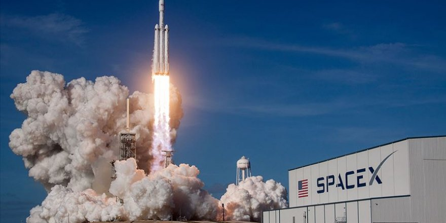 Elon Musk'ın firması SpaceX'in ilk insanlı uzay mekiği denemesi başarıyla gerçekleşti