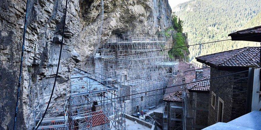 Sümela Manastırı'ndaki restorasyon çalışmaları devam ediyor