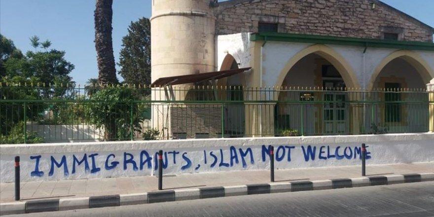 Güney Kıbrıs'taki cami saldırısına kınama