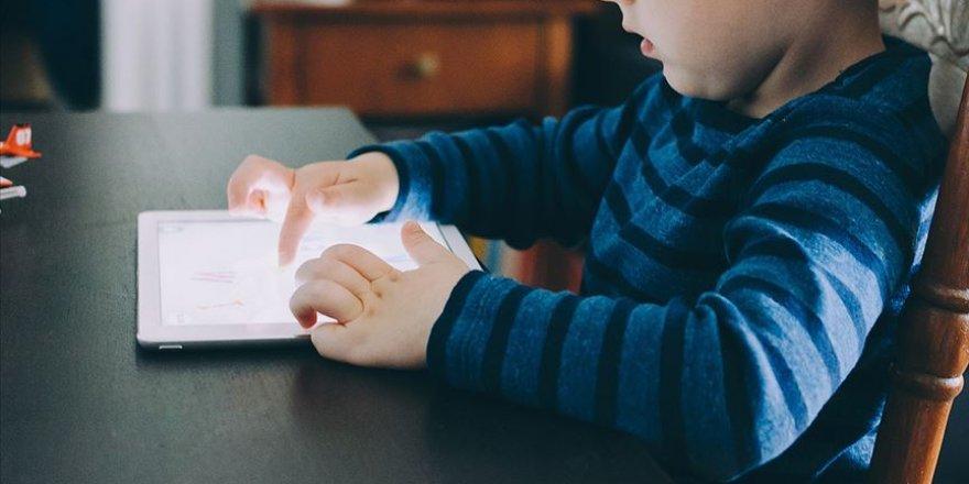 Teknoloji bağımlılığı çocukların kaslarını zayıflatıyor