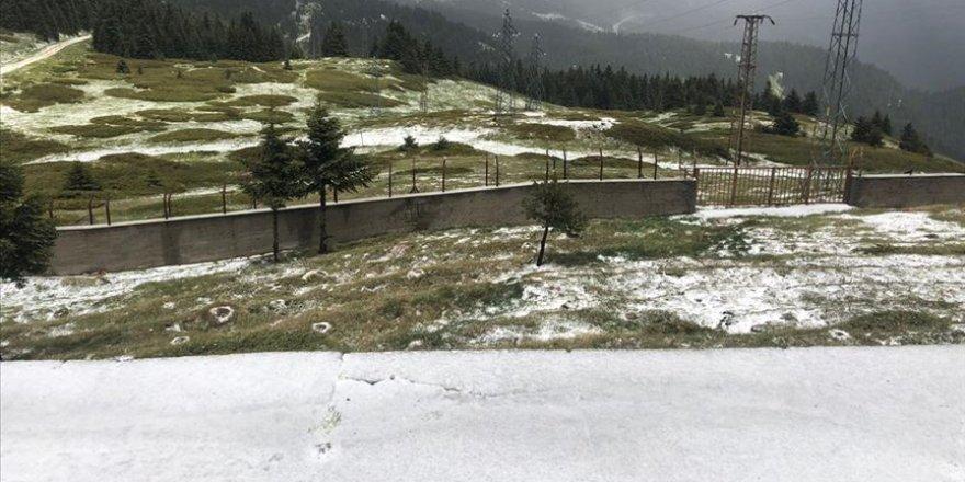 Ilgaz Dağı'na haziranda kar yağdı