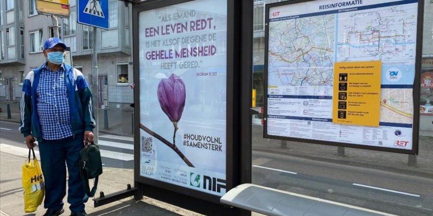 Hollanda'nın otobüs duraklarına Kur'an-ı Kerim'den ayetleri asıldı