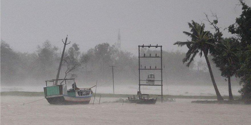 Nisarga Kasırgası Hindistan kıyılarında etkili olmaya başladı