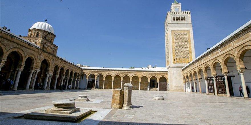 Tunus'ta camiler, kafeler ve turistik yerler yarın açılıyor