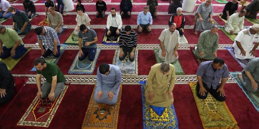 Gazze'de camiler ibadete açıldı