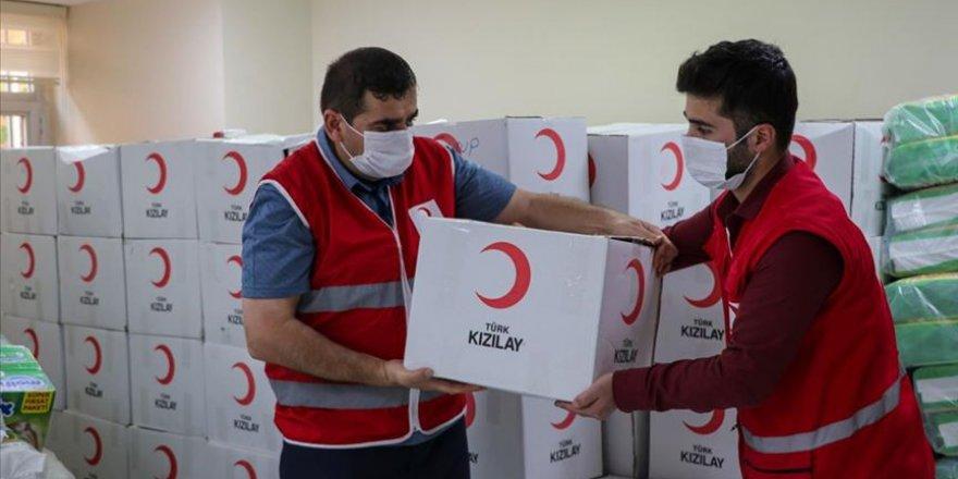 Türk Kızılay bayramda yaşlılara gıda kolisi çocuklara bayramlık verecek