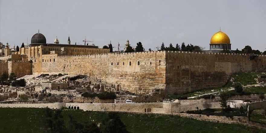 Dini bayram bahanesiyle Mescid-i Aksa'ya saldırılar devam ediyor